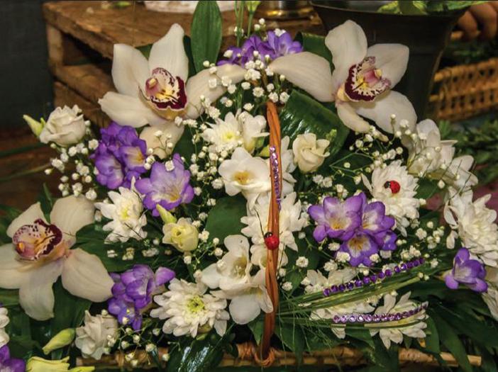 Букет из орхидей и альстрамерий