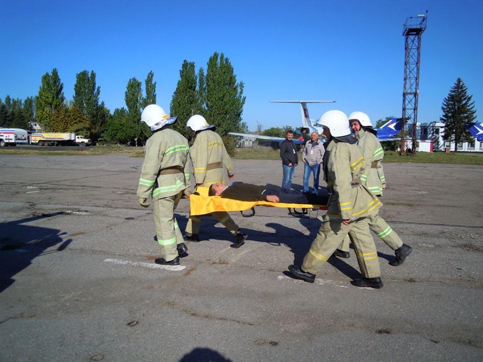 Гасили вогонь та евакуйовували пасажирів: як пройшов день у запорізькому аеропорті