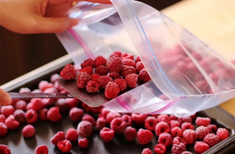 Літо в холодильнику: що і як заморожувати на зиму