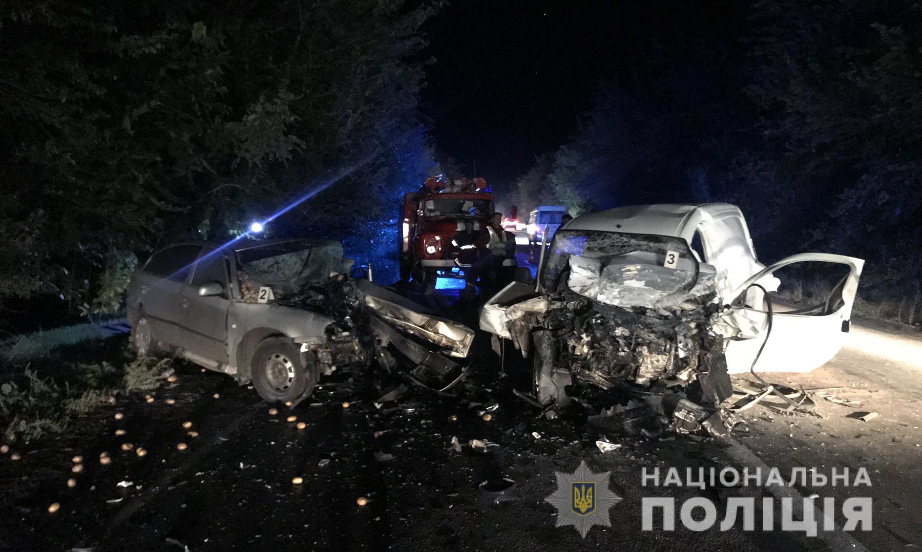На запорізькій трасі внаслідок зіткнення автівок загинули водії