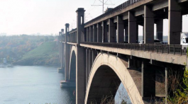 На одному із запорізьких мостів рятували самогубцю