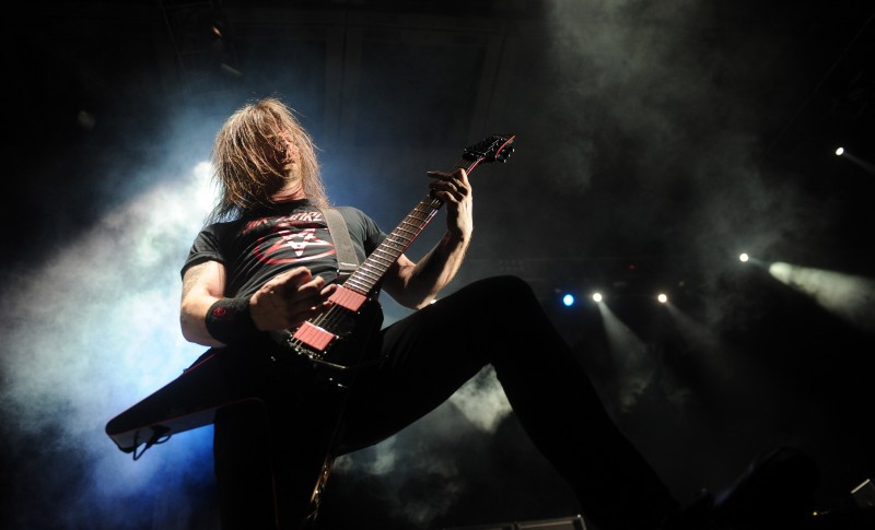 """MOSCOW, RUSSIA. MARCH 15, 2011. Jeff Hanneman of """"Slayer"""" band performs during the joint concert with US heavy metal band """"Megadeth"""" at Moscow's Olympiysky Arena. (Photo ITAR-TASS / Vladimir Astapkovich)  ??????. ??????. 15 ?????. ???????? ?????? """"Slayer"""" ????? ???????? ?? ????? ??????????? ? ?? """"???????????"""". ???? ????-????/ ???????? ??????????"""