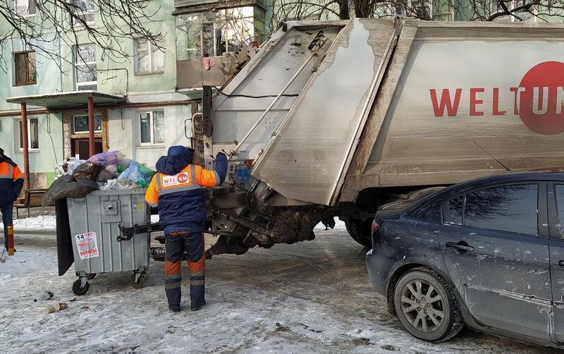 Авто_заважаe_при_завантаженнi сміття