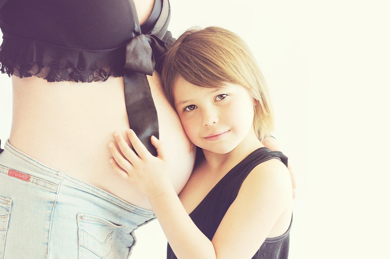 Якщо_дозволити_дитинi_приймати_участ__у_пiдготовцi_до_появи_малюка,_тодi_вона_чекатиме_цiei_подii_з_радiстю