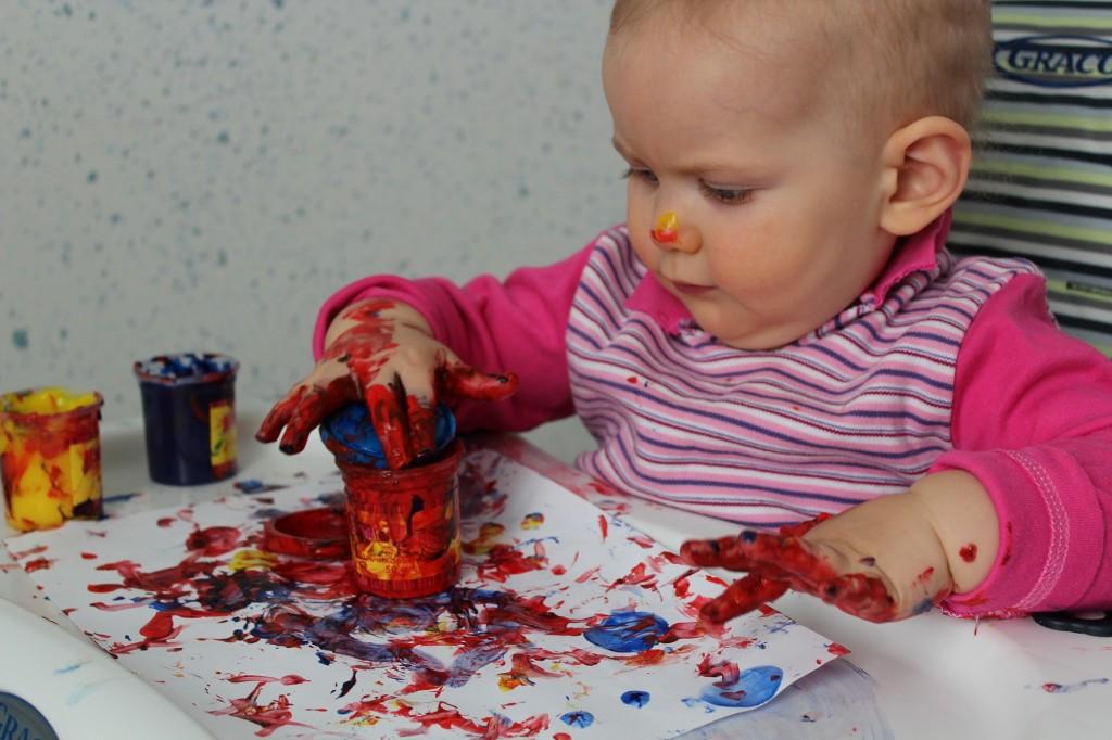 Какими красками должен рисовать ребенок