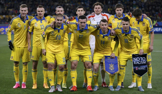 Ukraine's players pose for a picture before their Euro 2016 group C qualifying soccer match against Spain at the Olympic stadium in Kiev, Ukraine, October 12, 2015. REUTERS/Gleb Garanich