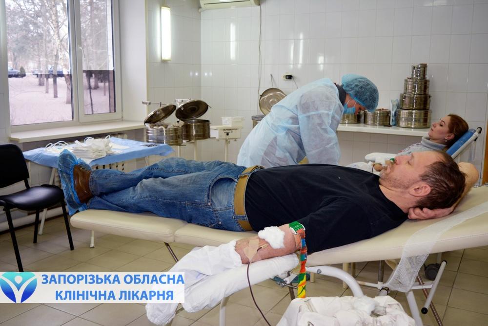 Активисты Хортицкого полка и сотрудники заповедника Хортица сдают кровь
