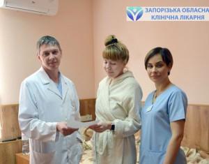 Дмитрий Руденко с пациенткой и Ольгой Лашкул, врачом-гинекологом отделения гинекологии ЗОКБ