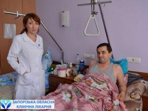 Пациент Игорь с заведующей отделением травматологии Ольгой Викторовной Богдан