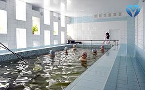Фото 6 -Ежедневно в бассейне занимаются пациенты из отделений нейрохирургии, гинекологии, неврологии и др.