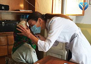 Фото 7_Офтальмологи Запорожской облбольницы регулярно проводят выездные приемы в районах области