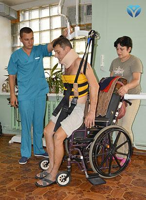 Фото 9 - Пациент впервые встал на ноги с помощью нового оборудования