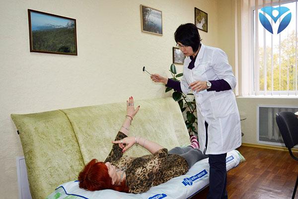 Фото 3_Невропатологи Запорожской облбольницы помогают пациентам снова встать на ноги