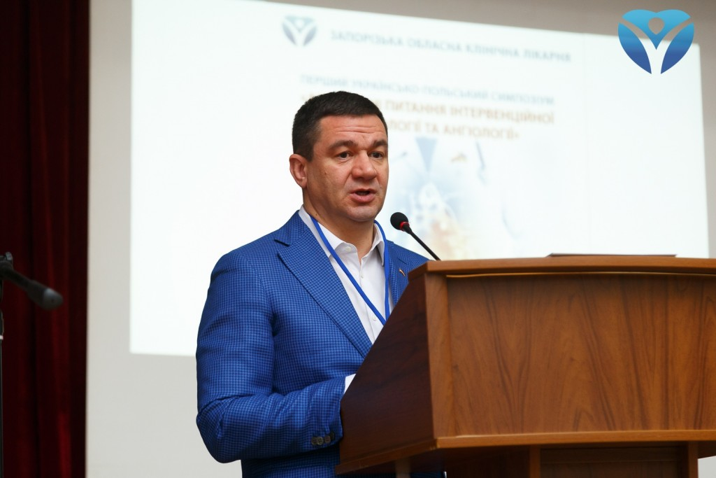 Фото 14_Председателя областного совета Григорий Самардак приветствует участников симпозиума