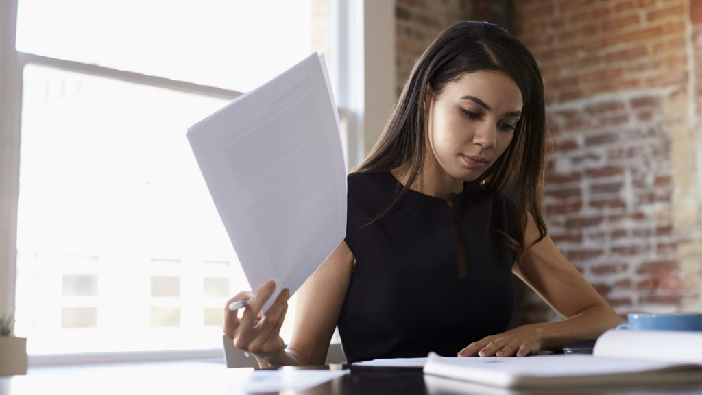 businesswoman-making-notes-on-document-in-office-P3LYPH9-e1523625455177