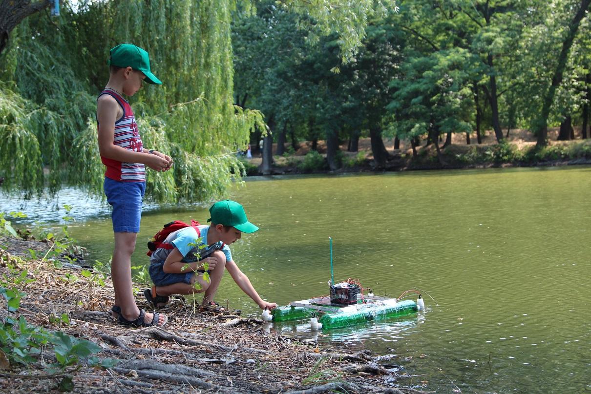 Вотербот предназначен для сбора пластикового мусора на реке