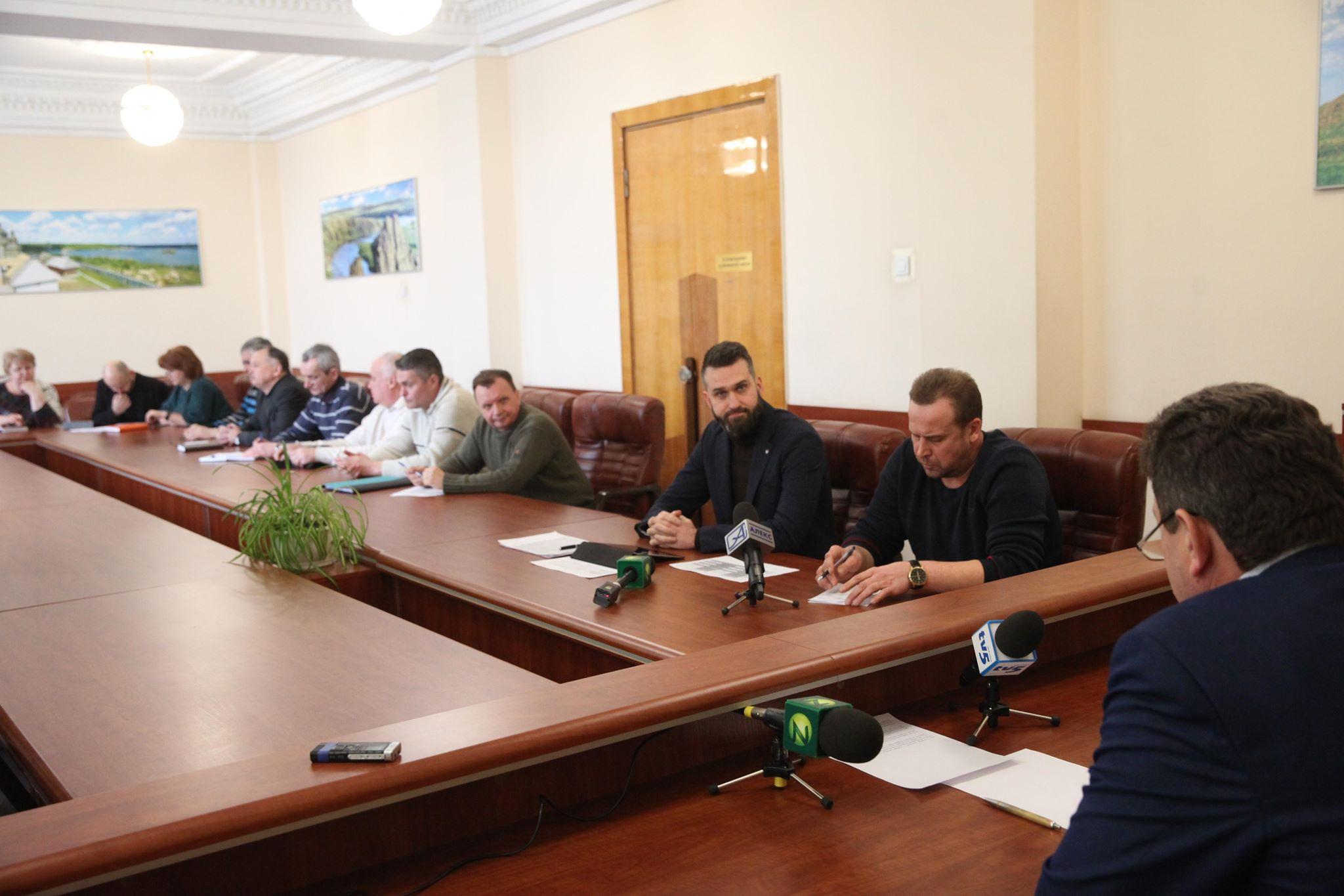 Володимир Буряк провів нараду, присвячену проходженню опалювального сезону