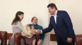 міський голова Запоріжжя Володимир Буряк вручив ордери на чотири квартири