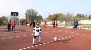 У запорізькому селі відкрили мультифункціональний спортмайданчик