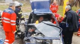 У Запоріжжі з понівеченої внаслідок ДТП машини вирізали пасажира
