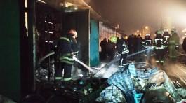 Нічна пожежа на центральному ринку Запоріжжя: згоріли два кіоски з товаром