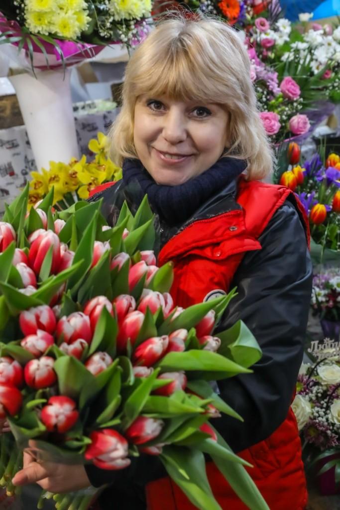 Продавець квітів Антоніна