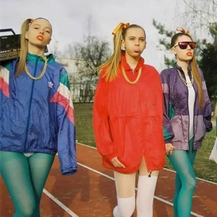 Спортивка і яскраві лосини - писк моди 90-х
