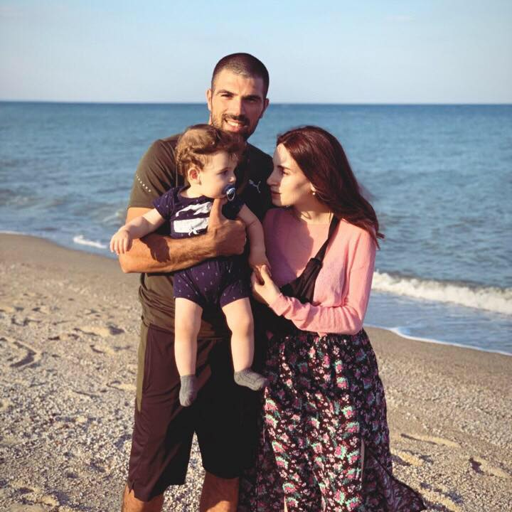 Артур Манукян з дружиною та сином