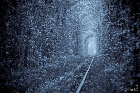 Тунель кохання у зимку