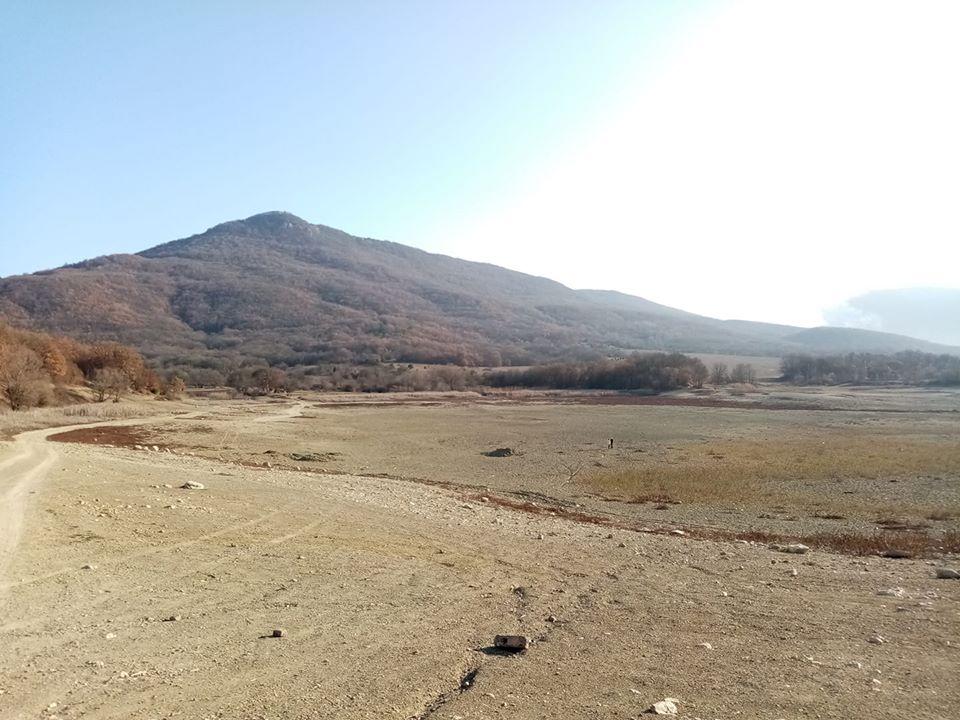 Одне з висохших озер Криму