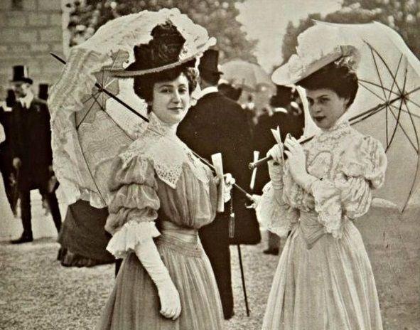 Жінки-минулого-з-парасолями-1