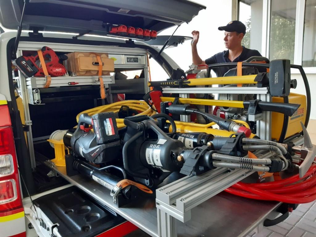 відділ в машині оперативного реагування для надання допомоги при різних надзвичайних ситуаціях