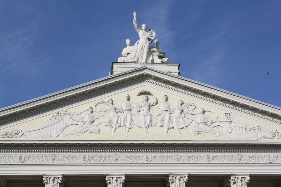 Памятник_театру_Магара_лед__не_знищили